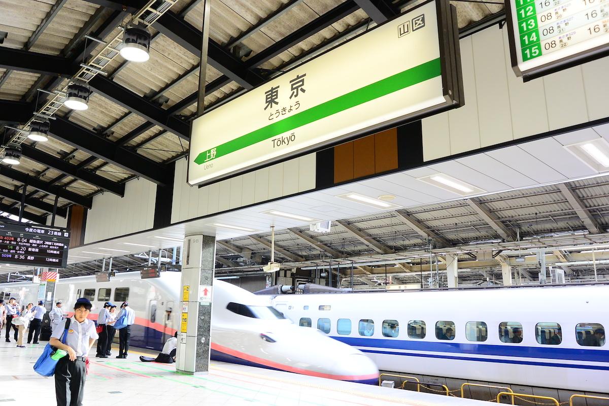 東京駅の新幹線ホーム。